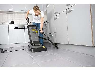 Lavadora de piso de operação a pé