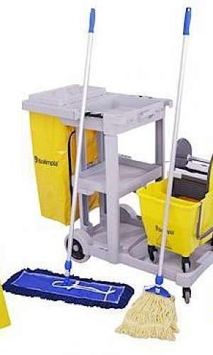 Equipamento para limpeza de piso